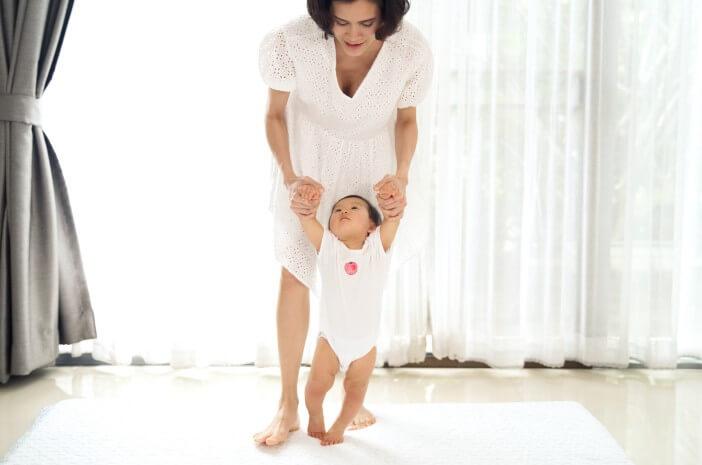 perkembangan-bayi-10-bulan