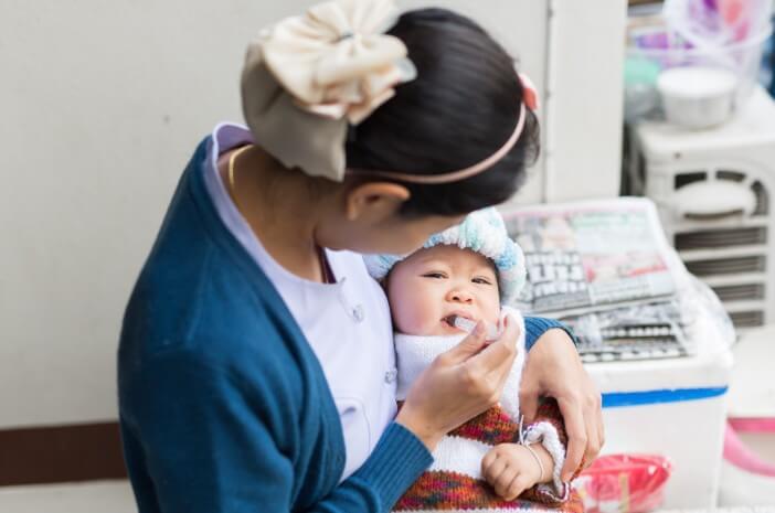 3-penanganan-oral-thrush-pada-bayi-yang-baru-lahir-halodoc