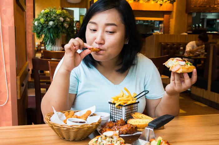 4 Terapi Pengobatan untuk Atasi Binge Eating Disorder
