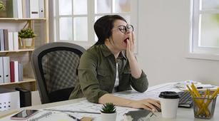 5 Cara Ampuh Mengusir Kantuk Saat Kerja
