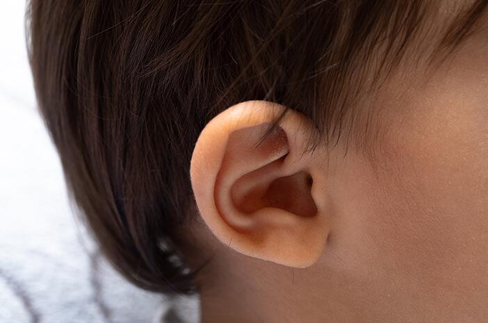 9 Tanda Anak Alami Infeksi Telinga