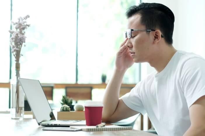 5 Trik Atasi Masalah Mata Kering Akibat Laptop
