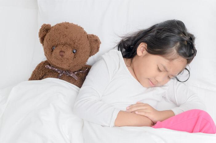 Anak-Anak Suka Makan Pedas, Berpotensi Kena Wasir?