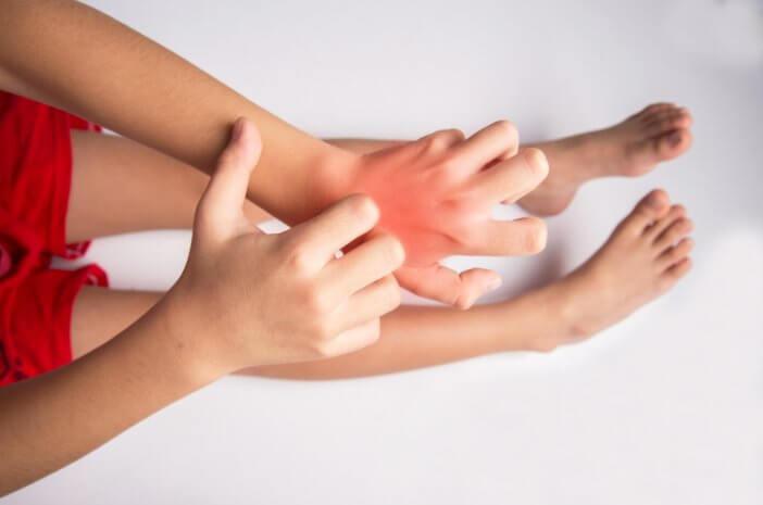 anak-alami-alergi-atasi-dengan-5-cara-ini-halodoc