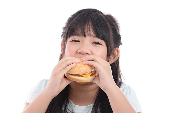 Anak-Anak Juga Bisa Kena Binge Eating, Benarkah?