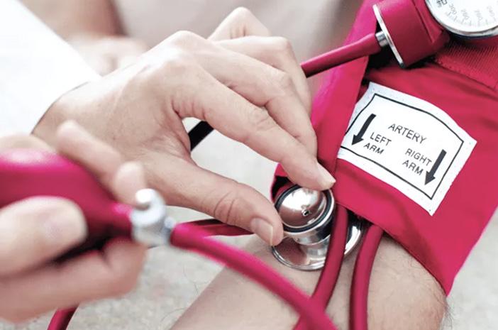Ketahui 8 Penyebab Tekanan Darah Rendah & Cara Mengatasinya