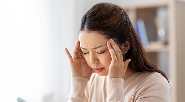 Sakit Kepala - Pengertian, Faktor Risiko, Penyebab, Gejala, Diagnosis,  Komplikasi, Pengobatan, Pencegahan, Kapan Harus ke Dokter? | Halodoc.com