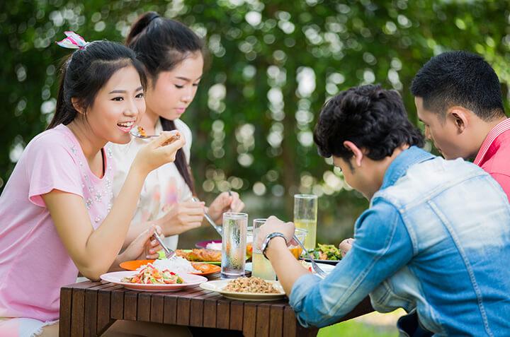 5 Tips Cegah Berat Badan Naik Saat Liburan