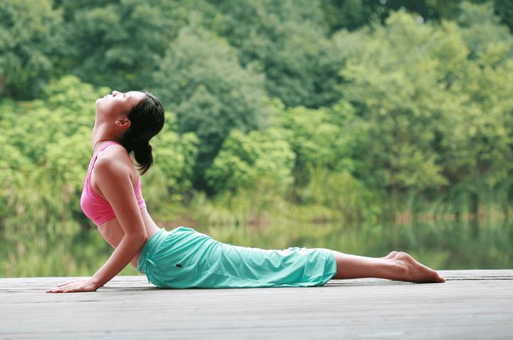 6 Gerakan Yoga yang Bisa Bikin Cantik