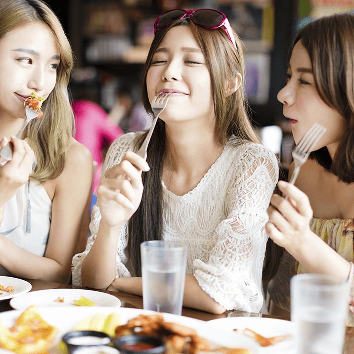 Makan Tanpa Rasa Bersalah, Ini Tips Langsing Saat Liburan