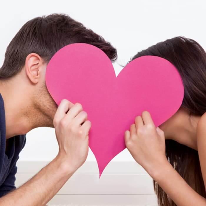 """Kenali Manfaat """"Kissing"""" Bagi Kesehatan Kamu dan Pasangan"""