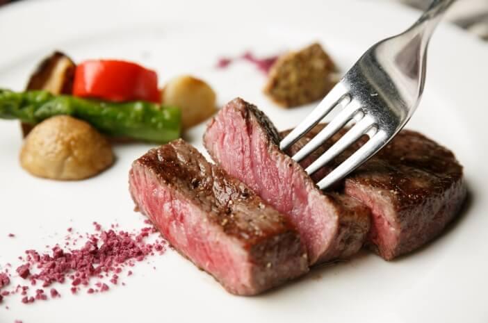 Awas, Asam Lambung Naik Jika Kebanyakan Makan Daging Saat Diet