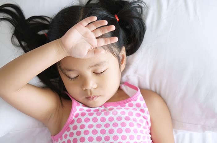 Bagaimana Cara Atasi Demam setelah Imunisasi DPT?