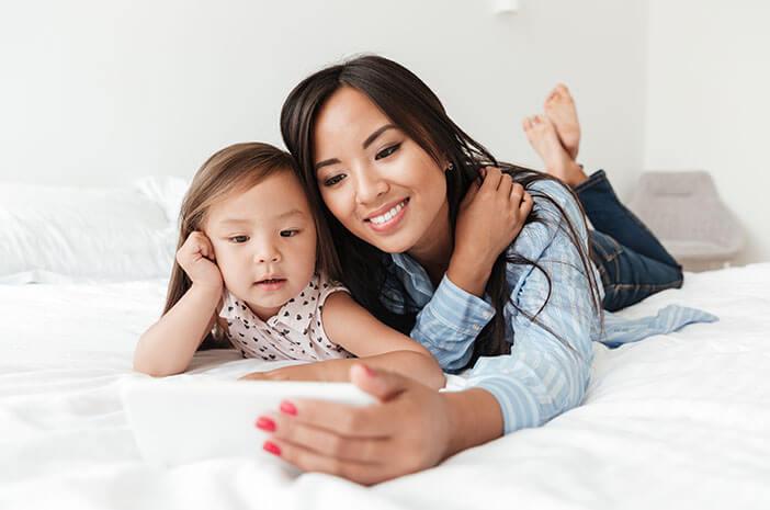 Bahaya Sinar Biru Smartphone untuk Bayi