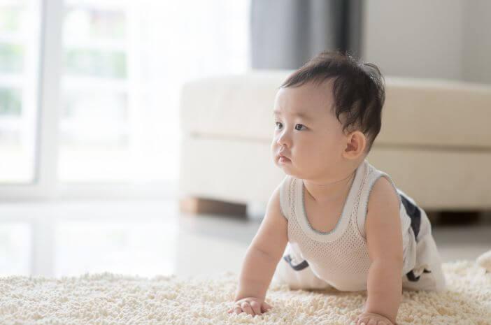Bayi 7 Bulan Belum Coba Merangkak, Normalkah?