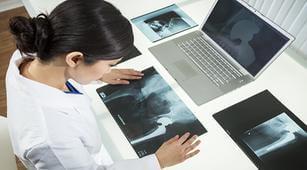 begini-cara-diagnosis-patah-tulang-panggul-yang-tepat-halodoc