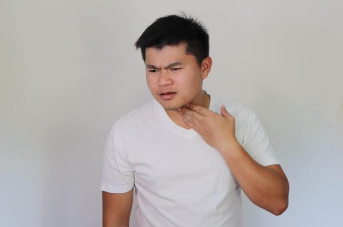 begini-pencegahan-infeksi-tenggorokan-saat-puasa-halodoc