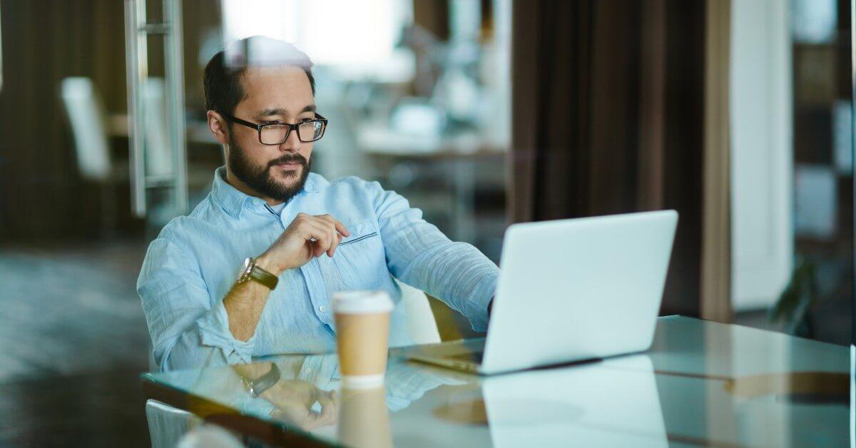 Bekerja di Depan Komputer, Ini 4 Cara Jaga Kesehatan Mata