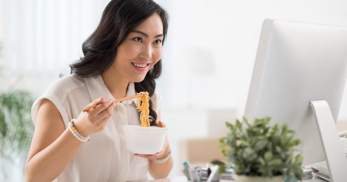 Benarkah Konsumsi Mi Instan bisa Picu Tumor Payudara?