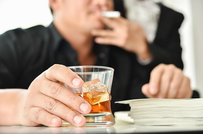 Benarkah Rokok dan Alkohol Pemicu Utama Kanker Laring?