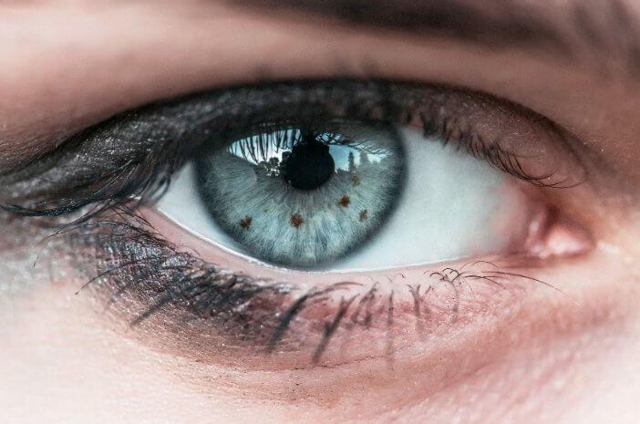 Benarkah Memiliki Warna Mata Biru Berisiko Idap Kanker Mata?