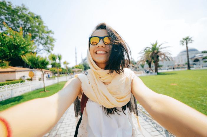Berebut Selfie di Makam Habibie, Ini Tanda Penyakit Mental