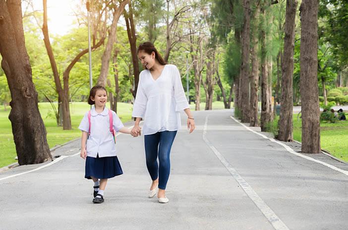 Bukan Anak, Ibu Bisa Stres saat Si Kecil Masuk Sekolah