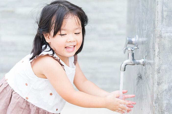 cegah-flu-dan-batuk-ini-cara-membiasakan-anak-cuci-tangan-halodoc