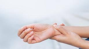 Cegah Nyeri Pergelangan Tangan dengan 4 Cara Ini