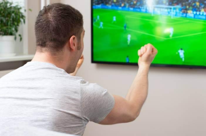 Coba 90 Menit, Nonton Bola Sama Sehatnya dengan Olahraga
