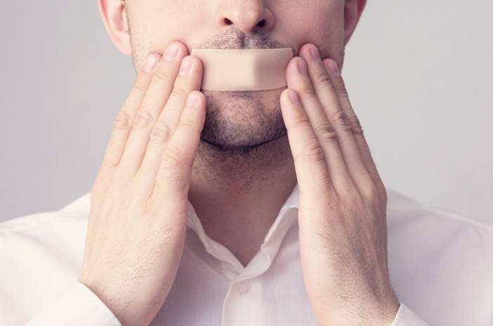 Coba Tidur dengan Mulut Diplester, Ini Bahayanya