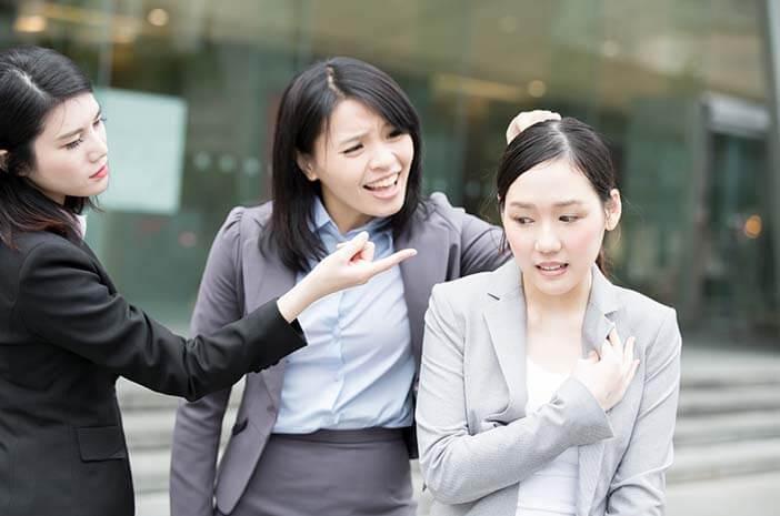 hati-hati-bullying-bisa-terjadi-di-lingkungan-kerja-halodoc