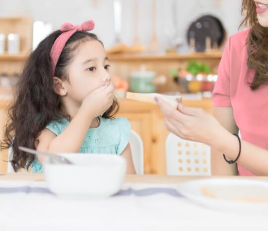 Si Kecil Sulit Menelan Makanan? Hati-Hati Gejala Radang Amandel