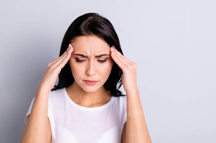 hubungan-pola-tidur-dan-sakit-kepala-cluster-halodoc