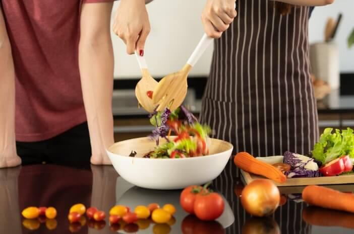 Ingin Camilan Sehat Selama Puasa? Coba Konsumsi Salad