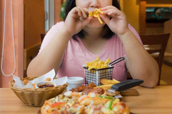 Ini Alasan Depresi Sebabkan Binge Eating Disorder