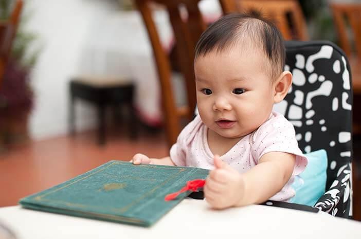 Ini Perkembangan Bayi 7 Bulan yang Wajib Diketahui