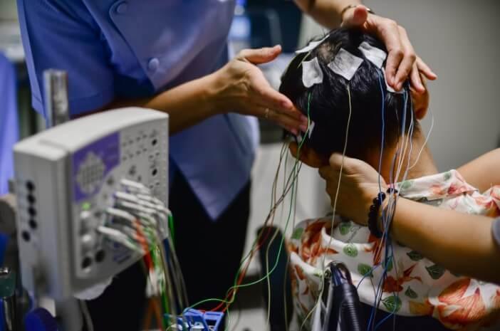 ini-prosedur-melakukan-pemeriksaan-electroencephalography-halodoc
