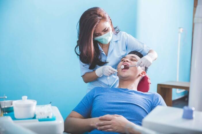 Ini Waktu Paling Tepat untuk Membersihkan Karang Gigi