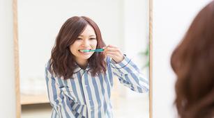 Jarang Sikat Gigi Bisa Jadi Penyebab Gingivitis?