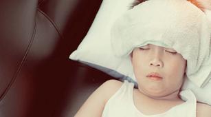 Benarkah Kejang Demam pada Anak Bisa Sebabkan Kelumpuhan?