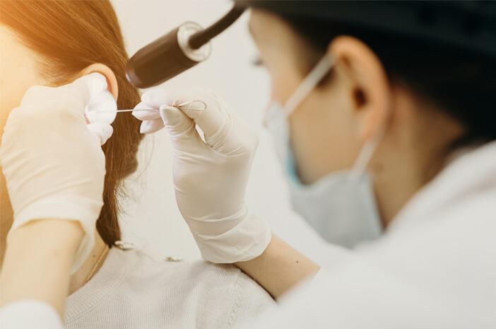 Kenali 8 Tindakan Pemeriksaan yang Dilakukan Dokter THT