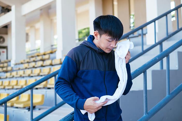 Keringat Berlebih Meski Udara Dingin, Mungkin Hiperhidrosis?