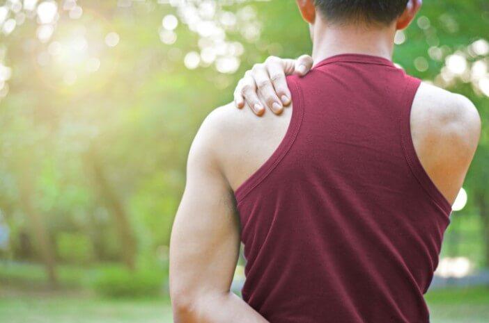 Kesulitan menggerakkan lengan dan bahu? Waspada Gejala Patah Tulang Selangka
