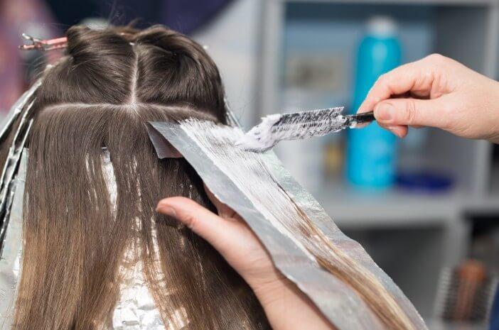 Kulit Melepuh sampai Kanker, Waspada 3 Hal Ini saat Bleaching Rambut