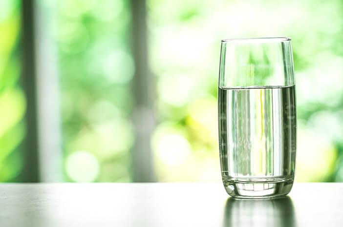 Kurang Minum Air Sebabkan Disfungsi Ereksi, Benarkah?