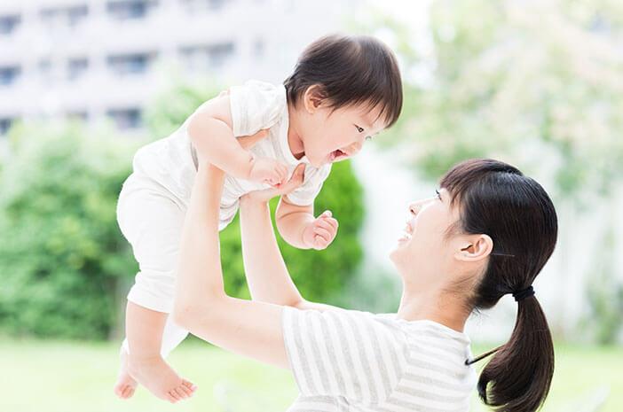 Lakukan 5 Hal Ini Agar Nyaman Traveling dengan Bayi