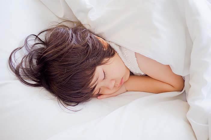 Liburan Natal, Ini Tips Mengatur Jam Tidur Si Kecil