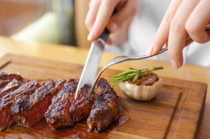 Makan Daging Terkontaminasi Bakteri, Apa Bahayanya?