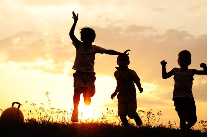 Melindungi Anak di Era Digital dengan Pola Asuh yang Tepat